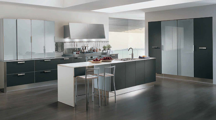 Roomy Modern Luxury Kitchen design
