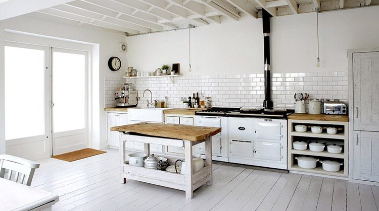 Luxury Kitchen with old fashioned island