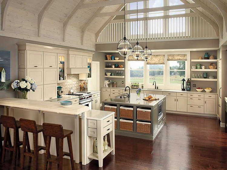 Spacious Luxury Kitchen with vaulted ceiling