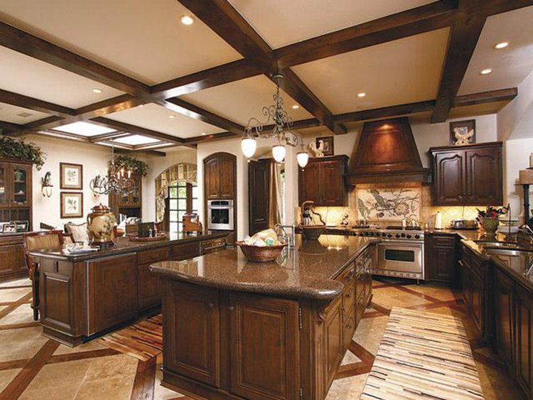 Luxury Kitchen with Strategically place cabinets