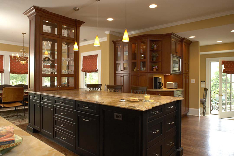 sober and elegant Kitchen with unusual layout