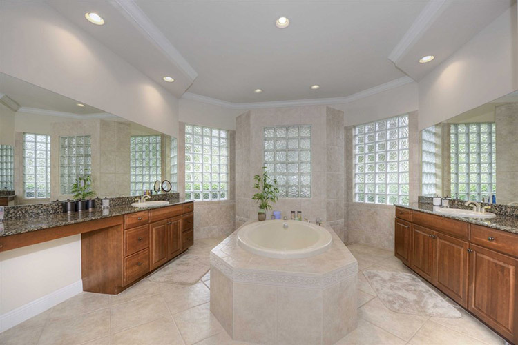 Luxury Bathroom283
