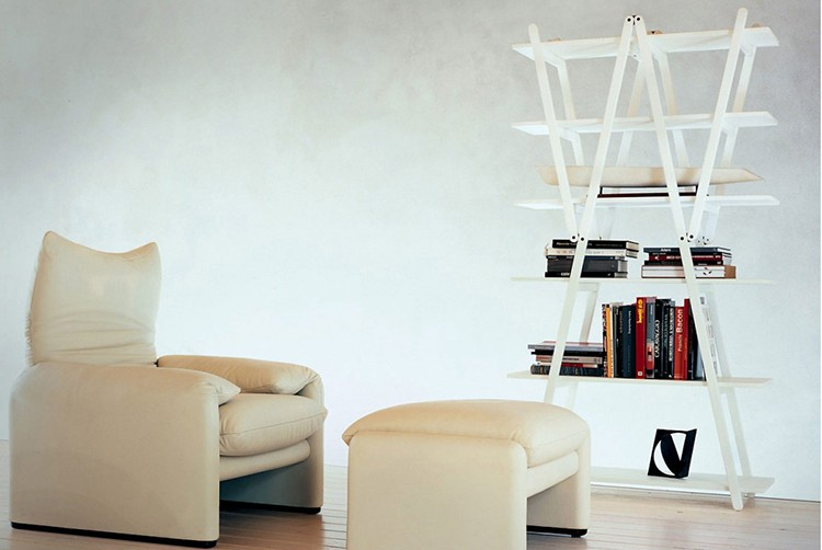 28.luxury chairs gallery -vico-magistretti Chairs -Maralunga Chair coated with white fabric ona wooden floor